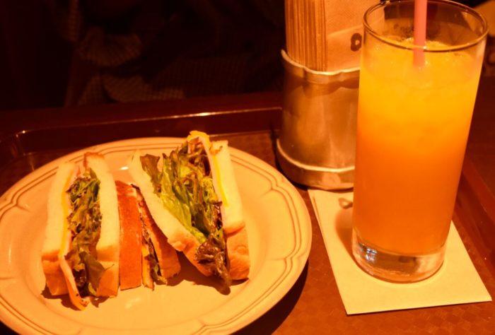高知市帯屋町のカフェ【ファウスト】古代パンセット