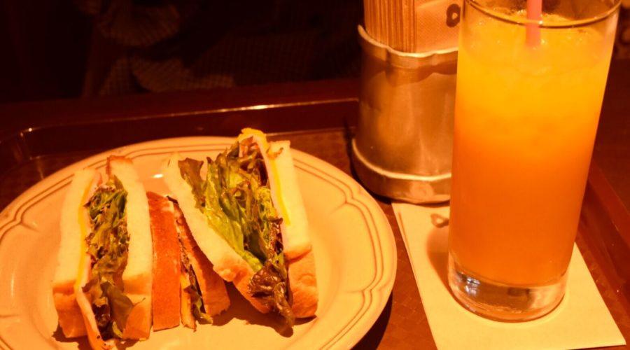 現代企業社のお店ファウスト イギリスパンとオレンジジュース
