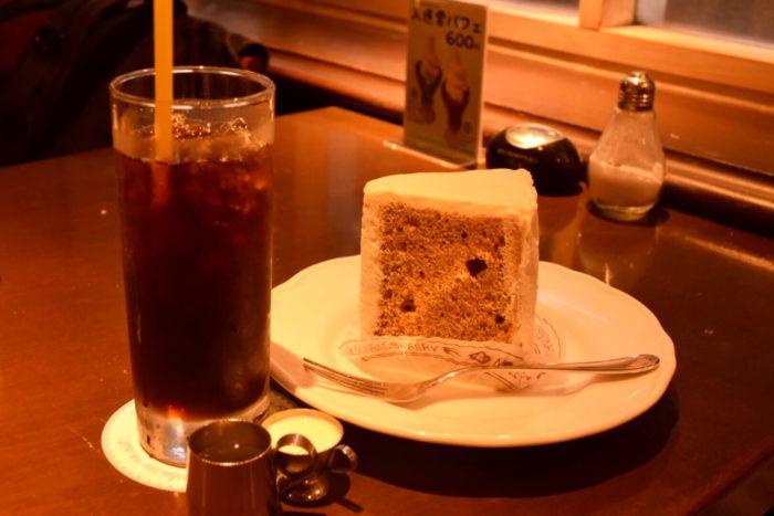 高知市帯屋町のカフェ【ファウスト】紅茶シフォンセット