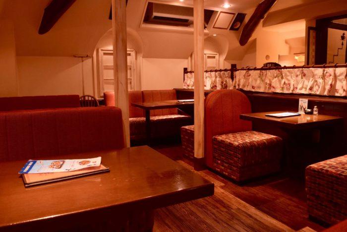 高知市帯屋町のカフェ【ファウスト】店内の様子