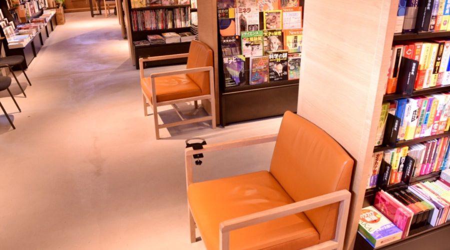高知 蔦屋書店 2F書店 休憩椅子