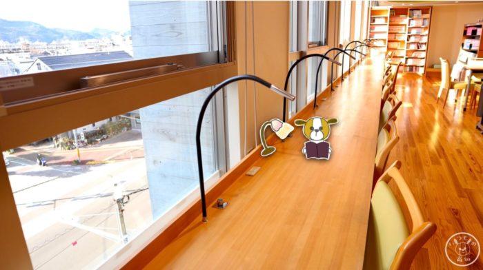 塩見プラザのトークルーム(窓側の席)