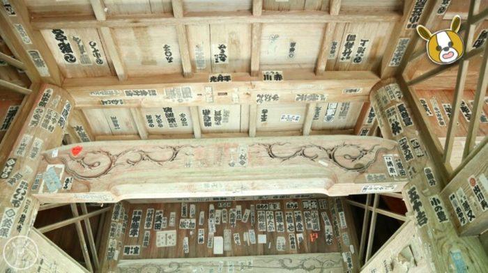 五台山竹林寺の仁王門の裏側