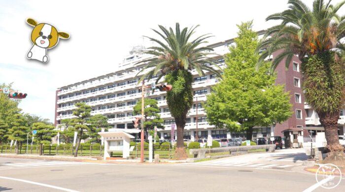 高知県庁の駐車場